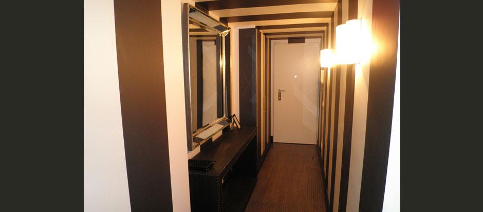 Appartamento milano via mangone for Cappottiera ingresso